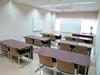 洋室、少人数での会議や勉強会に向いています。