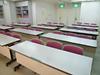 洋室(部屋の形は多角形です)、会議や勉強会に向いています。